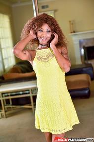 Sexy Ebony Pole Dancer September Reign Strips