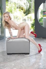 Blonde Babe Karla Kush