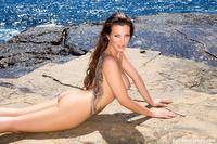 Helen De Muro Makes Waves