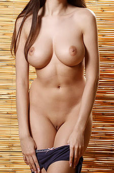 Drea Shows Her Naked Body