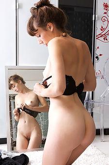 Horny Nude Brunette