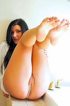 Marletta Camel Toe And Tit Flashing