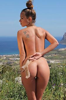 Naked Vivien Posing By The Sea