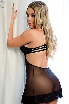 Sexy Babe Debora Soares