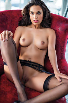 Raquel Pomplun Hot And Gorgeous