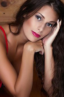 Sexy Lia Taylor In Shades Of Cinnamon