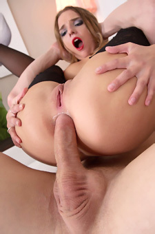 Sofi Goldfinger In Anal Action