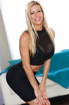 Blonde Milf Alexis Fawx