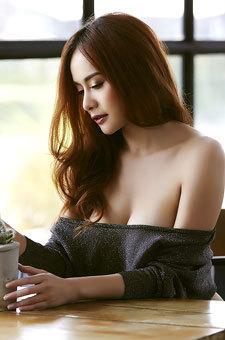 Thai Playmate Elle