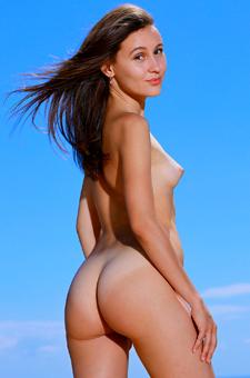 Slim Russian Teen Belonika Gets Nude On The Rocks