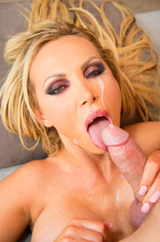 Nikki Benz Gets A Deep Anal Drilling