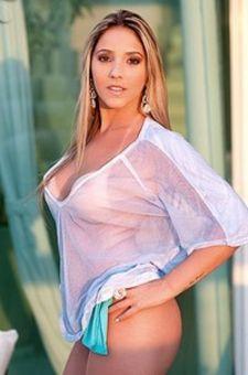 Fernanda Estrela Posing