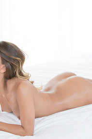 Uma Jolie Makes Hot Love